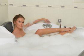 背中が乾燥でかゆいけどクリームを塗れない!保湿入浴剤は効果ある?